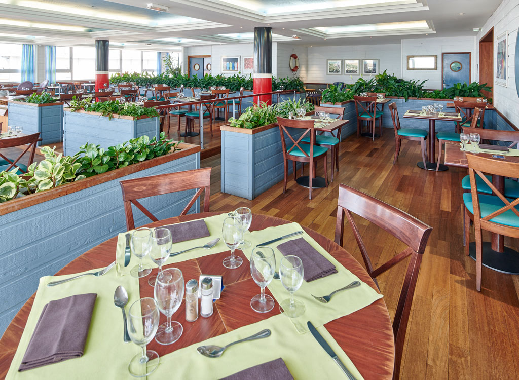le grand large restaurant biarritz vue sur l 39 oc an. Black Bedroom Furniture Sets. Home Design Ideas